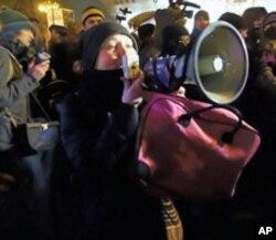 示威者动员警察倒戈