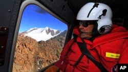 U.S. Secretary of State John Kerry flies over the Taylor Valley area near McMurdo Station, Antarctica, Nov. 11, 2016.