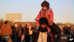 Se estima que entre 80.000 y 100.000 sirios podrían salir de Alepo bajo la tregua mediada por Rusia y Turquía.