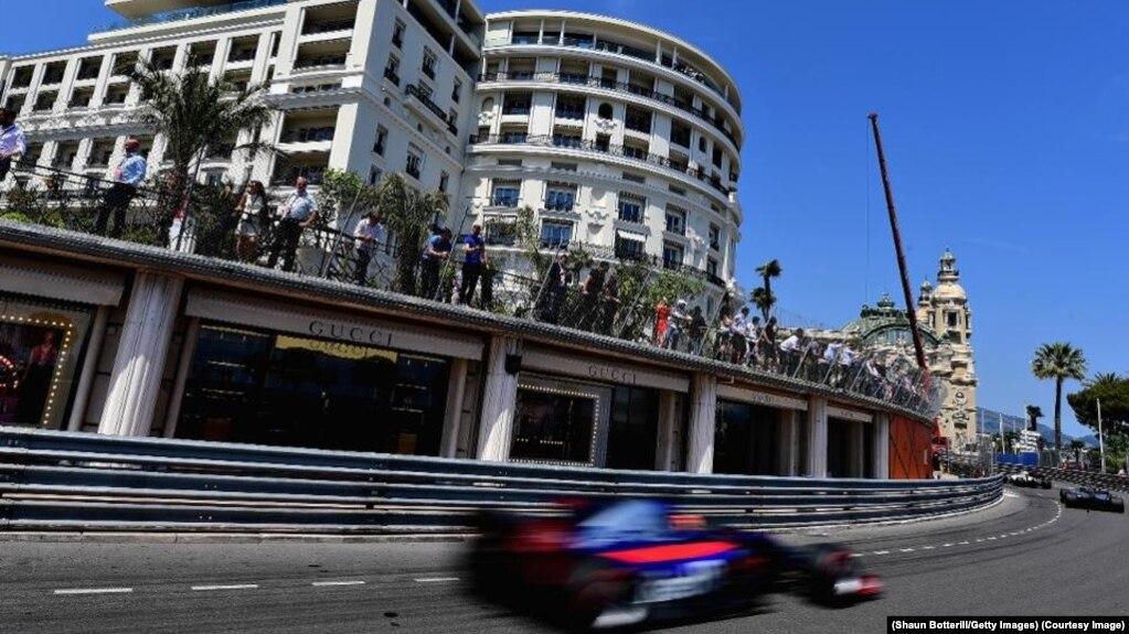 Cuộc đua Công thức 1 trên đường phố Monaco. Hà Nội hy vọng sẽ được tổ chức một giải đua F1, Vietnam Grand Prix, trên đường phố Hà Nội.