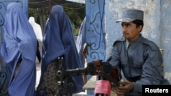 حکومت ها نباید از بدبختی های زنان افغان چشم پوشی کند.