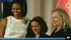 De gauche à droite: Michelle Obama, Jineth Bedoya et Hillary Clinton (8 mars 2012)