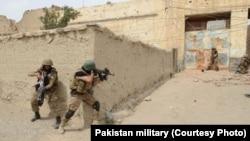 Quân đội Pakistan đột kích những nơi bị nghi ngờ có phiến quân ở Bắc Waziristan trong chiến dịch Zarb-e-Azb.