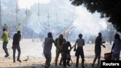 무르시 전 이집트 대통령 지지자들과 반대하는이들이 충돌하고있다.