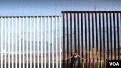 Yon miray tankou sa Prezidan Trump vle konstrui sou fwontyè ant Lèzetazini avèk Meksik la.