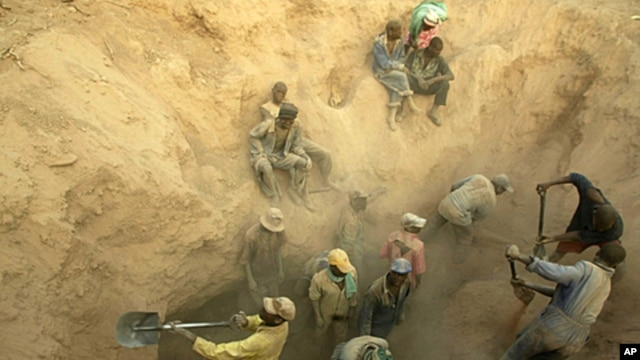Miners dig for diamonds in Marange, Zimbabwe in this November 1, 2006 file photo.