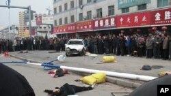 中国河南省汝南县一派出所所长星期六(10月29日)下午酒后驾车撞人现场