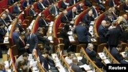 Ukrainian deputies attend a parliament session in Kyiv, Ukraine, Feb. 16, 2016.