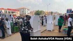 Jama'a sun fara kada kuri'ar zaben shekarar 2019 a unguwar Wuse 2 dake birnin tarayya Abuja.