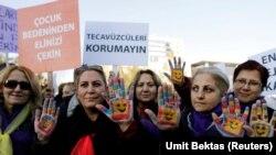 Manifestation contre une proposition de loi visant à éxonérer les violeurs s'ils épousent leur victime en Turquie le 16 novembre 2016.