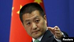 Phát ngôn viên Bộ Ngoại giao Trung Quốc Lục Khảng trong một cuộc họp báo ở Bắc Kinh.
