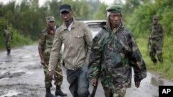 Des rebelles du M23 dans l'est de la RDC, où la liberté de la presse est de plus en plus restreinte, constate RSF