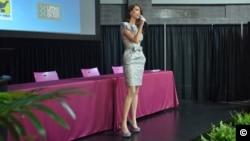 Stefanía Fernández no sabía nada sobre le VIH a los 18 años cuando se convirtió en Miss Universo, pero recibió entrenamiento y ahora es embajadora de AidforAIDS. (FOTO: Juan Moreno).