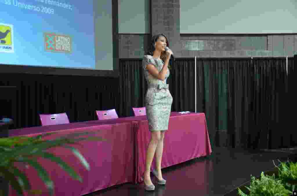 Cuando laVenezolana Stefania Fernándezganó a los 18 años el concursodeMiss Universo, sabía muy poco sobre el SIDA, pero se puso manos a la obra para aprender y llevar el mensaje a otros jóvenes. (