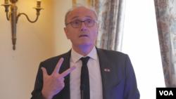 Žan Luj Falkoni, ambasador Fracunske u Srbiji, na konferenciji o evropskim intetracijma u Aero klubu u Beogradu, 3. februara 2020. (Foto: Rade Ranković, VoA)
