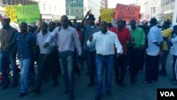 MDC-T youths clashed with police in Chitungwiza on Saturday protesting against the alleged abduction of political activist Itai Dzamara by state security agents.