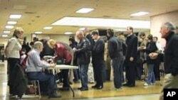 Mitt Romney ชนะการประชุมสรรหาตัวแทนพรรครีพับลิกันที่รัฐไอโอวา เฉือนที่สองคืออดีตวุฒิสมาชิก Rick Santorum ไปเพียง 8 คะแนนเสียง