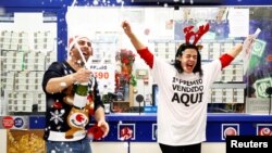 """Owner Jose Maria Nogales and his wife Paloma Rodriguez celebrate selling the winning ticket of the biggest prize in Spain's Christmas lottery """"El Gordo"""" (The Fat One) in Seville, Spain, December 22, 2019."""