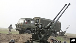 Chinese soldiers take part in the Vanguard 2010 live-fire air defense exercise in central China's Henan province (2010 file photo)