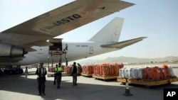 Airport workers load the first cargo plane after the Afghanistan-India air corridor inauguration ceremony at Hamid Karzai International Airport in Kabul, Afghanistan, June 19, 2017.