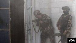 阿富汗保安人員在印度領事館遇襲現場