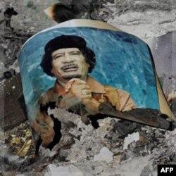 Tripoli ko'chalarida... Muammar Qaddafiy, Liviyani 42 yil boshqargan dikratorning o'limi tantana qilinmoqda.