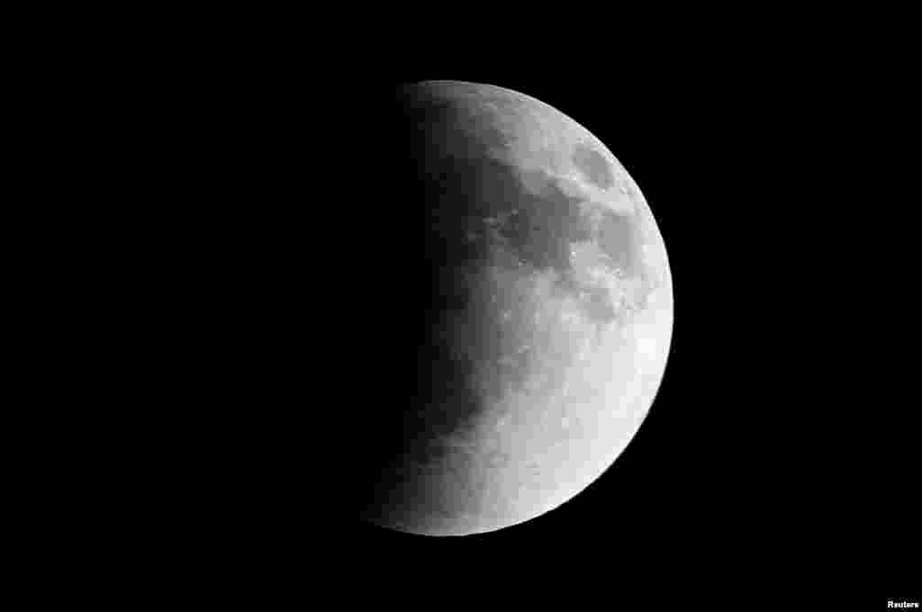 چاند گرہن کا ایک منظر