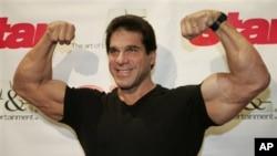 """Lou Ferrigno, star of the original """"Incredible Hulk"""" in New York in 2004"""