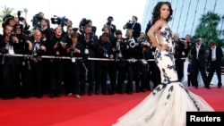 "FILE- Actress Kerry Washington arrives for the screening of the film ""Coco Chanel & Igor Stravinsky"" and for the award ceremony of the 62nd Cannes Film Festival, May 24, 2009."