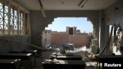 Une salle de classe après le bombardement de l'école de Hass, province d'Idleb, Syrie, le 26 octobre 2016.