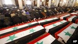 哀悼者周六在大马士革为自杀炸弹袭击的遇难者举行葬礼