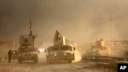 Konvoi militer Irak bergerak menuju kota Mosul untuk menggempur militan ISIS yang menguasai kota itu, Rabu (19/10).