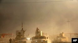 2016年10月19日,一支伊拉克军用车队在向摩苏尔挺进。