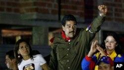 Presiden sementara Venezuela, Nicolas Maduro saat berkampanye di Caracas (5/4). Venezuela bersiap menggelar pemilihan presiden untuk menggantikan mendiang Presiden Hugo Chavez, 14 April 2013 mendatang.