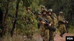 Tentara Australia dari Batalion 2 sedang latihan bersama tentara AS di Talisman Sabre, Shoalwater Bay, Australia (2007). AS dan Australia sedang membicarakan pangkalan baru AS di Australia (foto:dok).