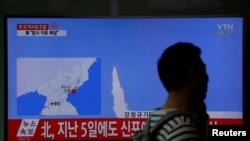 A man walks past a TV broadcasting a news report on North Korea's failed missile launch from its east coast, at a railway station in Seoul, South Korea, April 16, 2017.