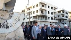 جمهور رئیس بشارالاسد د اختر تر لمانځه وروسته د دمشق په کوڅو کې وگرځید.