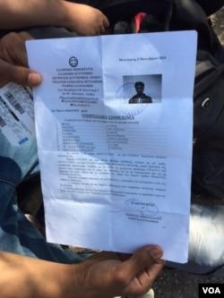 Vé và giấy đăng ký của Mohamed Eckberry cho chuyến phà tới Athens.