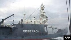Японское китобойное судно