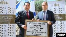 El presidente de Guatemala, Jimmy Morales y el alcalde de Jerusalén, Nick Barkat, en la inauguración de la nueva Embajada de Guatemala en Jerusalén.