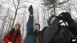 FILE - In this Dec. 19, 2008, file photo, Jeannie Elias, left, Mary Spencer, and Alison Wagner look for birds in Fayston, Vt., for Christmas Bird Count. (AP Photo/Toby Talbot, File)