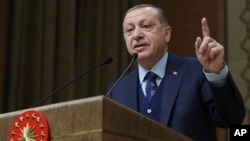 Presiden Turki Recep Tayyip Erdogan (foto: dok). Badan pengadaan pertahanan Turki kini diperintahkan melapor kepada Presiden Recep Tayyip Erdogan, bukan ke kementerian pertahanan.