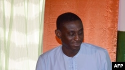 Omar Hamidou Tchiana avec le président du conseil d'administration d'Areva, Luc Oursel, Niamey, 26 mai 2014