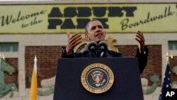 El presidente Obama habla en Asbury Park, en Nueva Jersey, donde vio de primera mano la recuperación de la zona tras los estragos causados por la tormenta Sandy.