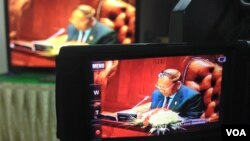 Heng Samrin, president of Cambodia's National Assembly is seen in this TV screen picture during a session to pass the controversial NGO law on Monday, July 13, 2015. (Neou Vannarin/VOA Khmer)