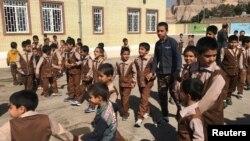 دانش آموزان افغان و ایرانی در مدرسه ای در کرمان