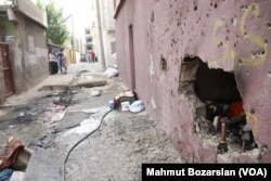 Bombed-out or badly damaged homes were on every street in Cizre, Sept. 12, 2015. (Credit: Mahmut Bozarslan/VOA)