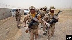 Pasukan penjaga perbatasan Iran berbaris di Iran timur, dekat perbatasan Pakistan (foto: dok).