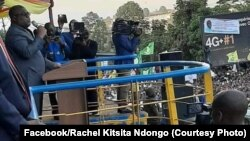 Président Félix Tshisekedi lisikuli na ye liboso ya bituluku ya bato na etando ya Indépendance na Bukavu, na Sud-Kivu, 7 octobre 2019. (Facebook/Rachel Kitsita Ndongo).