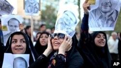 이란 테헤란에서 대통령 선거를 앞두고 9일 바케르 칼리바프 후보의 유세에 나온 여성 지지자들.